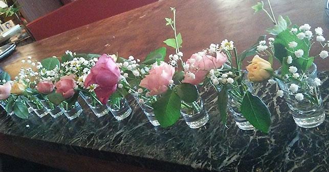 毎日スタッフが手作りで生けている、テーブル装花。