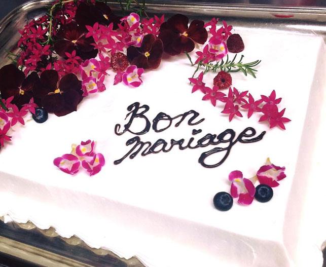 結婚式二次会パーティーのケーキをご紹介いたします。