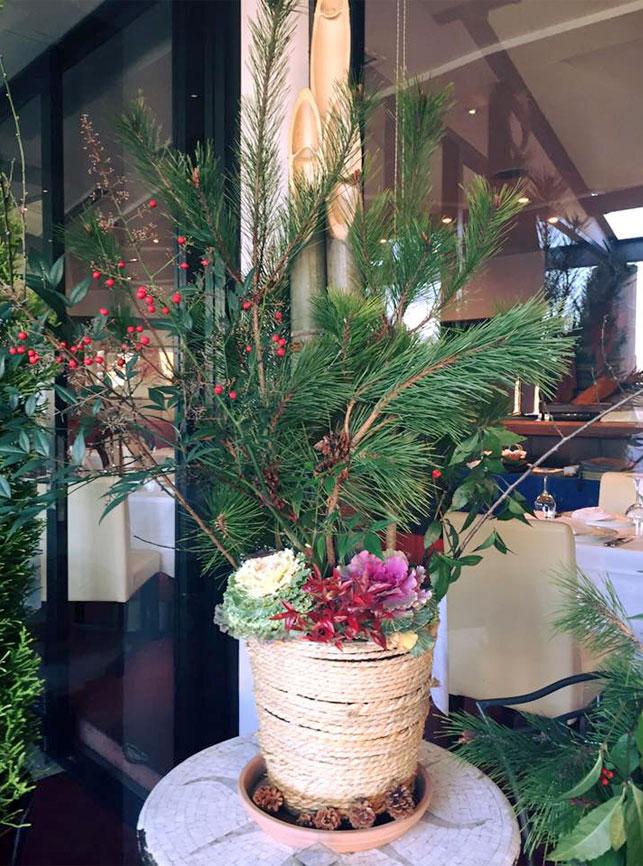 新年はスタッフ手作りの門松で皆様をお迎えします。