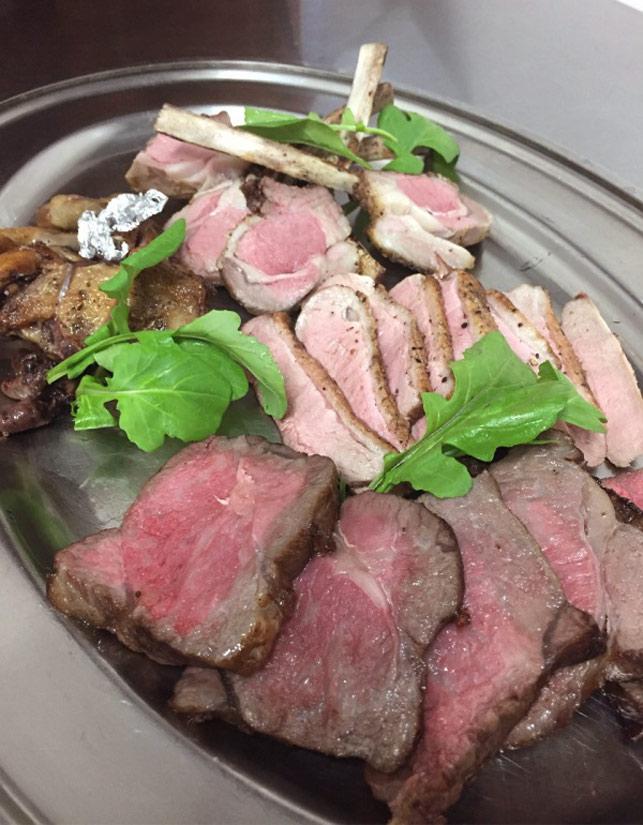 メインのお肉料理